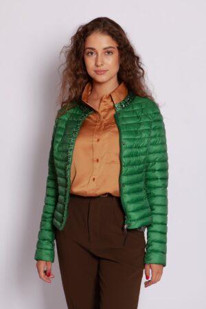 Стёганная демисезонная куртка с камнями зелёного цвета