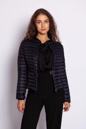 Стёганная демисезонная куртка с камнями синего цвета